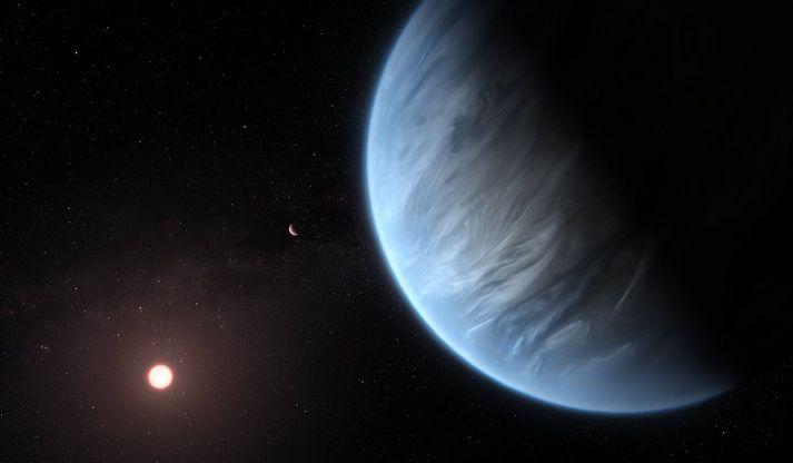 Teikning listamanns af því hvernig K2-18b gæti litið út. Reikistjarna er líklega sambærileg við Neptúnus.