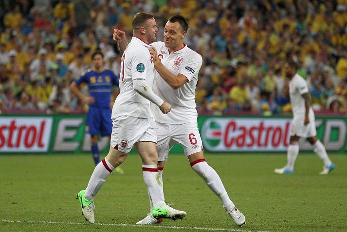 Gömlu félagarnir í enska landsliðinu, Wayne Rooney og John Terry, berjast um stjórastöðuna hjá Derby County.