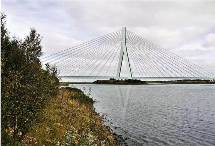 Nýja brúin verður stagbrú með sextíu metra háum turni og um 300 metra löng. L