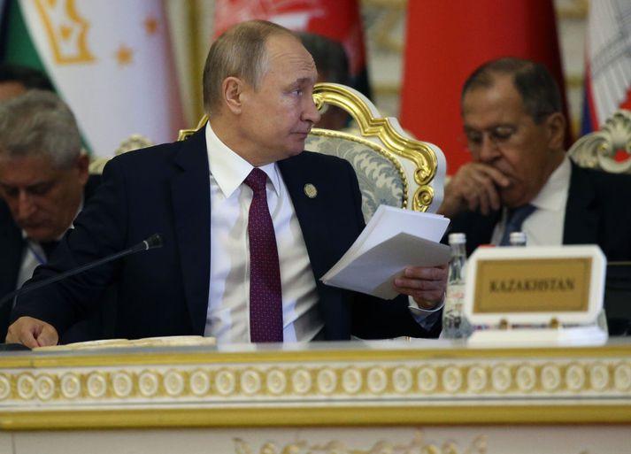 Vladimir Putin, forseti Rússlands, hefur bannað flug á milli Rússlands og Georgíu.
