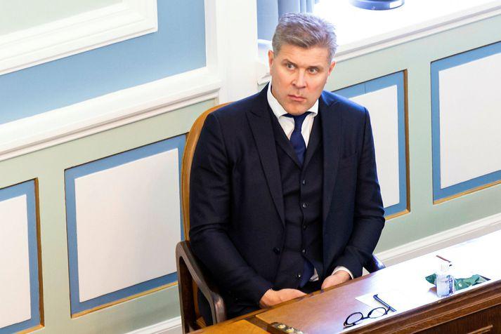 Bjarni Benediktsson flytur munnlega skýrslu um söluna á hlut ríkisins í Íslandsbanka.