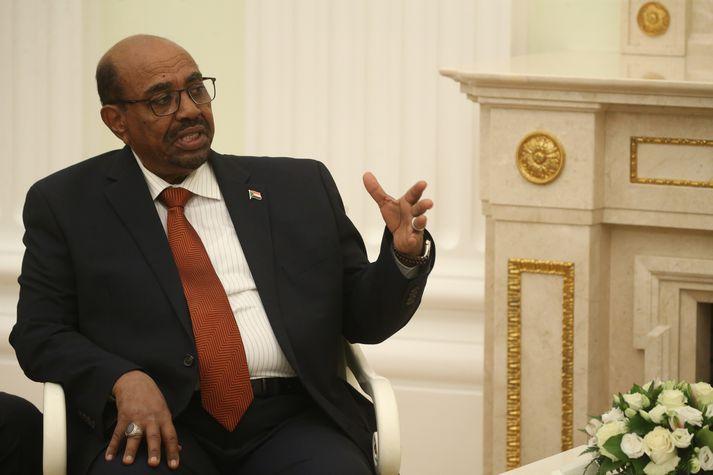 Omar al-Bashir í Kremlin í Rússlandi síðasta sumar.