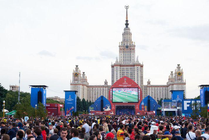 Fótboltaáhugamenn söfnuðust saman í Moskvu í dag til að fylgjast með opnunarleik heimsmeistaramótsins.