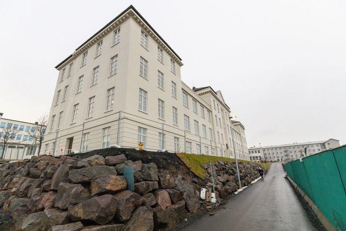 Greint var frá því í gær að sjúklingur á hjartadeild á Landspítala, deild 14 EG við Hringbraut, hefði greinst með Covid-19.