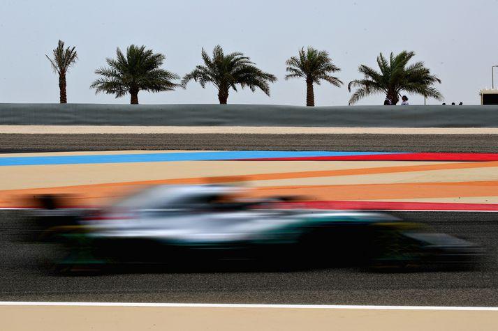 Lewis Hamilton á brautinni í Barein.