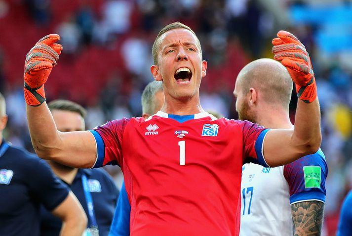 Hannes Þór Halldórsson fagnar eftir jafnteflið á móti Argentínu á HM 2018.