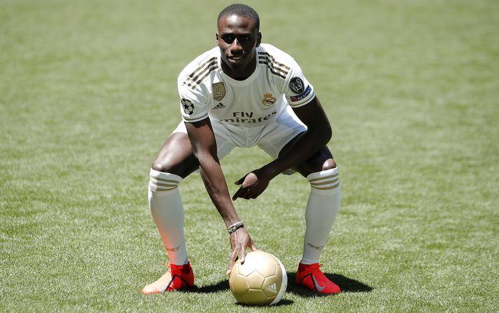 Mendy var formlega kynntur til leiks hjá Real Madrid í gær.