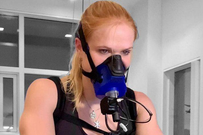 Anníe Mist Þórisdóttir með grímuna á myndinni sem hún setti inn á Instagram.
