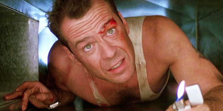 Bruce Willis í fyrstu Die Hard myndinni. Sjötta myndin gerist í raun fyrir þann tíma.