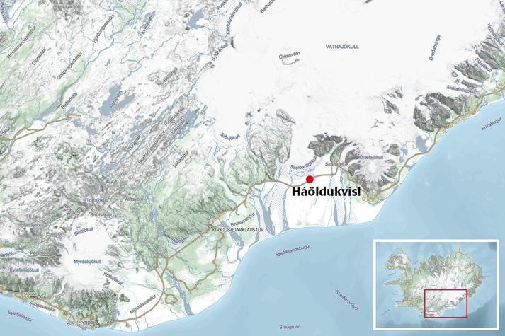 Slysið varð á Suðurlandsvegi við Háöldukvísl á Skeiðarársandi.