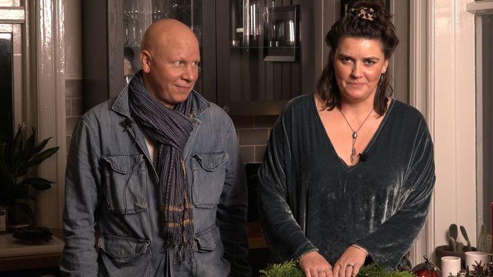 Ólafur Egill Egilsson og Esther Talía Casey bjóða heim til sín í jóladagatali Borgarleikhússins.
