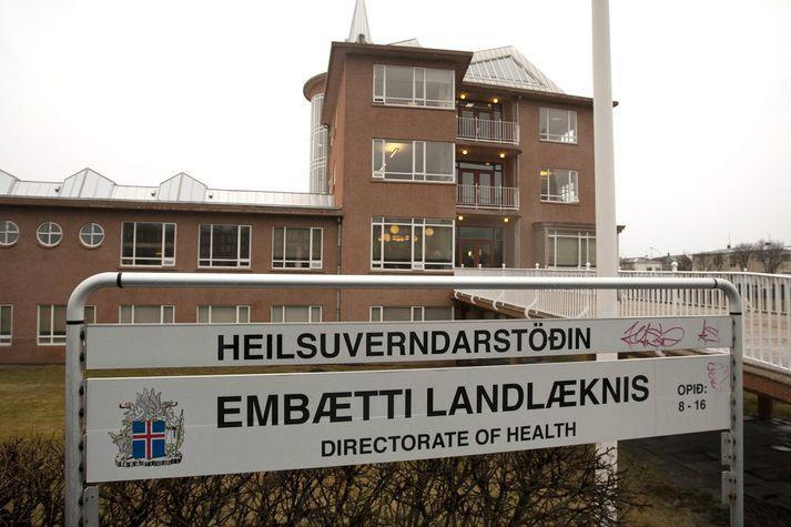 Landlæknisembættið rannsakar dauðsföll kvennanna hér á landi og þá eru málin tvö einnig komin á borð hjá lögreglu.