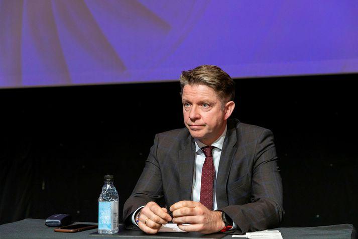 Bogi Nils Bogason forstjóri Icelandair á hluthafafundi félagsins í vor.