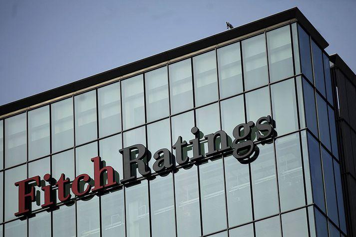Þrjú matsfyrirtæki meta lánshæfi Ríkissjóðs Íslands. Þau eru, auk Fitch Ratings, Moody's Investors Service og Standard & Poor's.