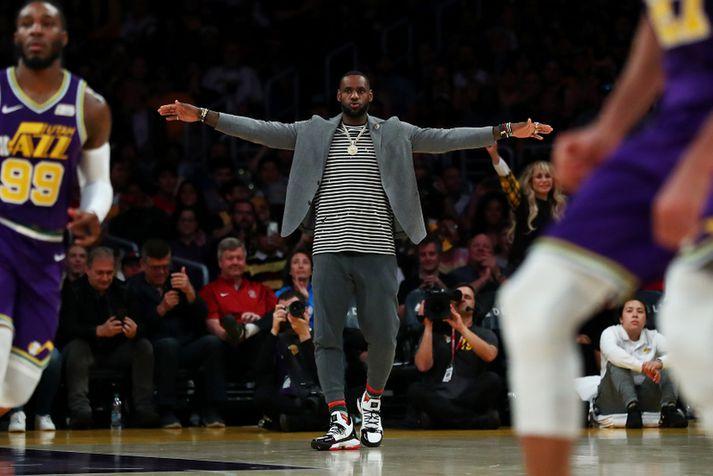 LeBron James er ekkert í Lakers-búningnum á lokaspretti deildarkeppninnar.