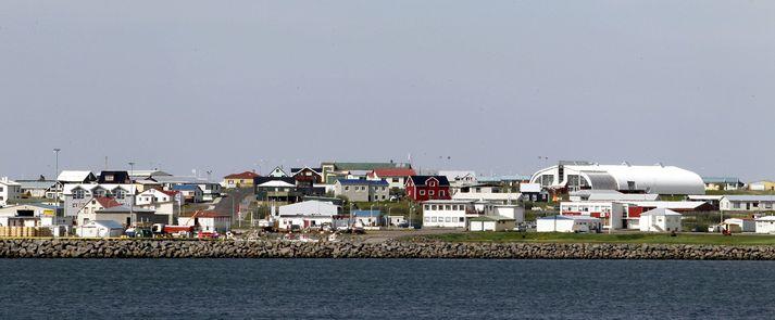 Ferðamennirnir veltu bílum sínum skammt frá Þórshöfn á Langanesi.