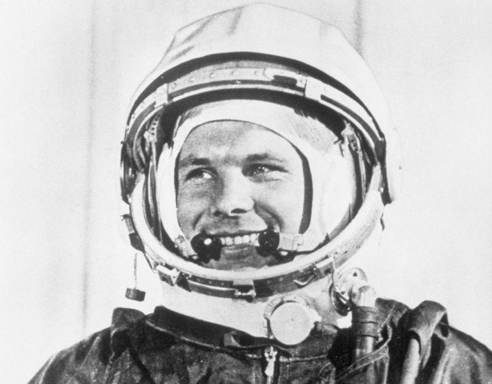 Júrí Gagarín, í geimbúningi sínum eftir að honum var skotið út í geim árið 1961.