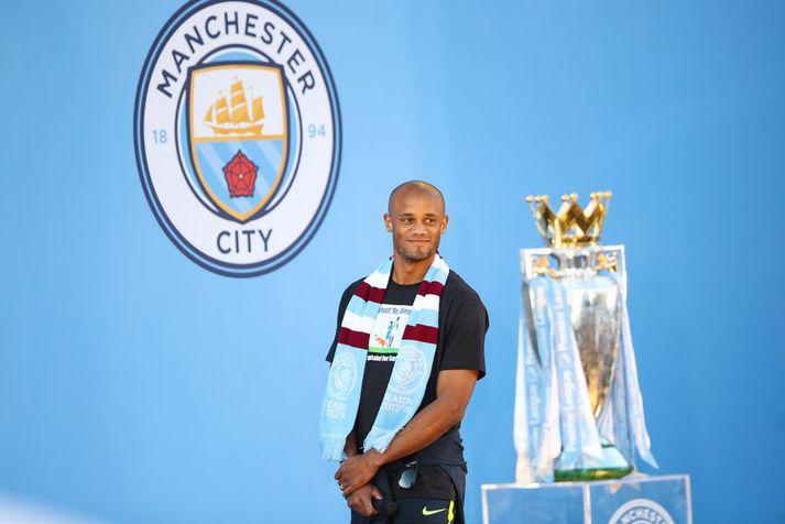 Vincent Kompany á sigurhátið Manchester City í gær.