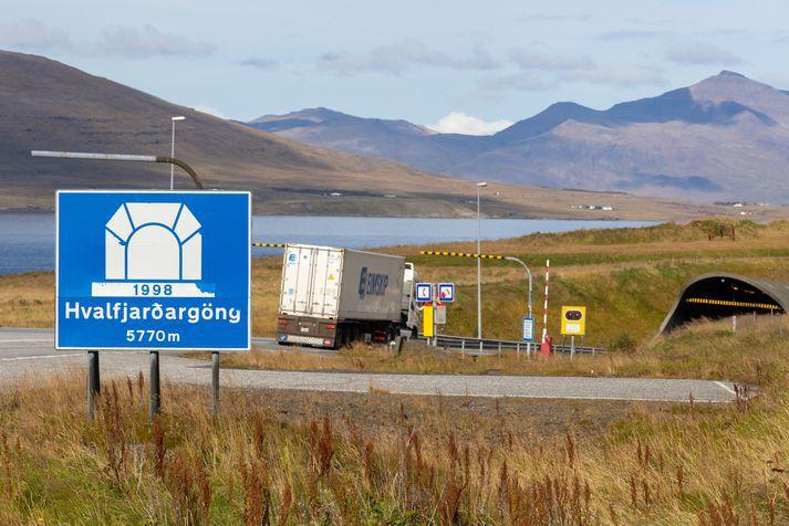 Bíll bilaði ofan í Hvalfjarðargöngum..