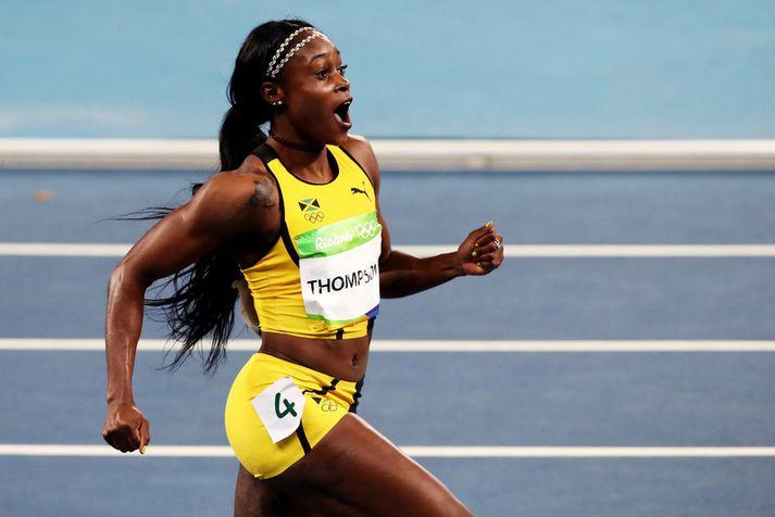 Elaine Thompson fagnar sigri í 100 metra hlaupi á ÓL í Rio de Janeiro 2016.