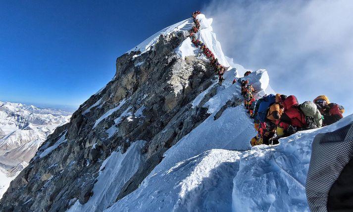 Röðin á tindi Everest-fjalls þann 22. maí síðastliðinn.