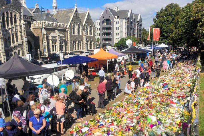 Íbúar Christchurch minnast hér þeirra sem féllu í árásinni.