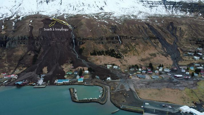 Níu hús hafa verið rýmd á Seyðisfirði í gær skriðuhættunnar.