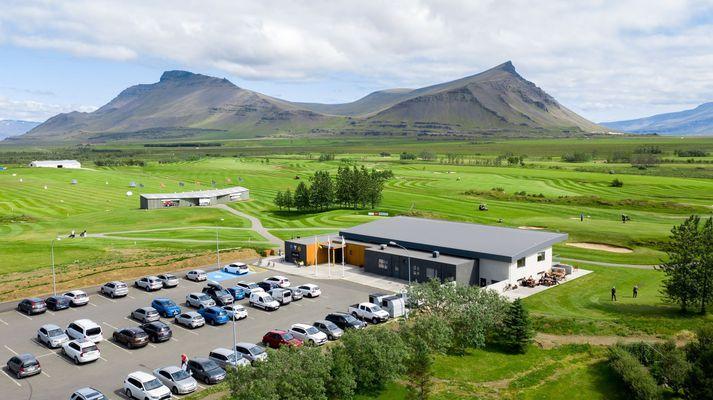 Golfklúbburinn Leynir á Akranesi hefur lokað fyrir skráningar annarra en félagsmeðlima klúbbsins.