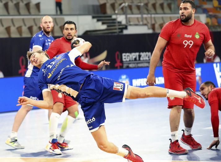 Sigvaldi Björn Guðjónsson búinn að koma sér í dauðafæri á línunni gegn Marokkó í gærkvöld.