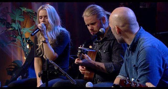 Jóhanna Guðrún og Sverrir Bergmann hrifu salinn með sér þegar þau fluttu saman hinn vinsæla dúett Shallow.