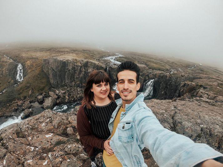 Katrín og Hamada ætla að ferja tvö bretti af hlýjum fötum í Atlasfjöllin í byrjun september.