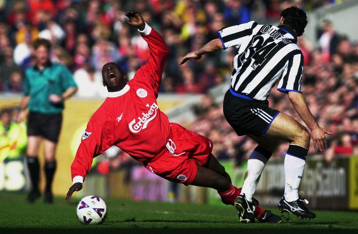 Emile Heskey í eldlínunni með Liverpool í leik gegn Newcastle.