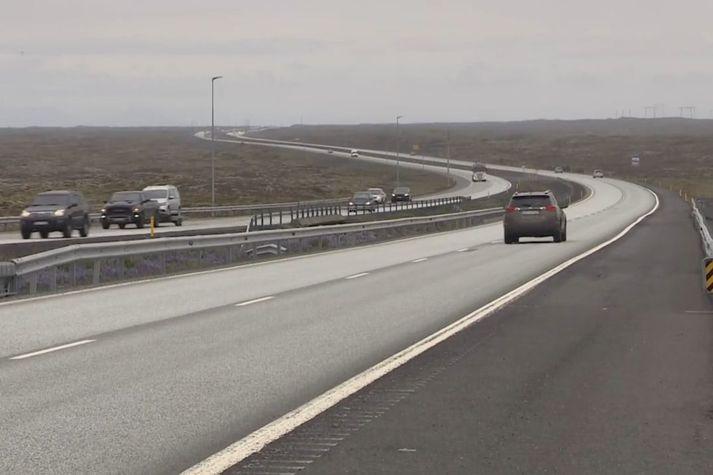 Frá Reykjanesbraut við Voga. Þar er talið að hraun gæti runnið til sjávar.