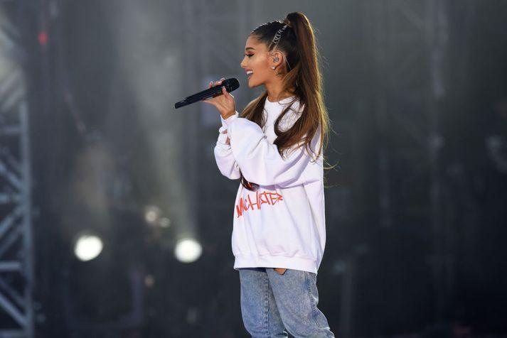 Ariana Grande sést hér á góðgerðartónleikunum, One Love, sem hún stóð fyrir eftir árásina við Manchester Arena.