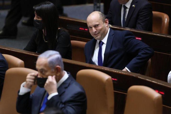 Bennet stendur uppi með pálmann í höndunum en Netanjahú hyggst leiða öfluga stjórnarandstöðu.