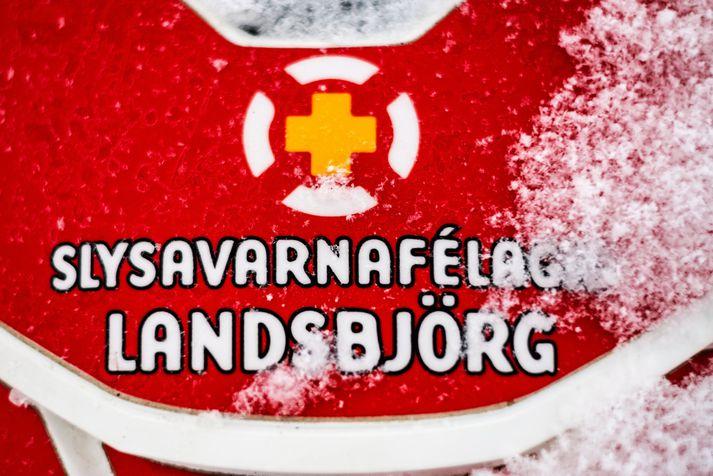 Færð á svæðinu er afar slæm með miklum vindi og snjókomu.