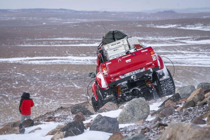 Þrír sérútbúnir Toyota Hilux bílar voru með í för.