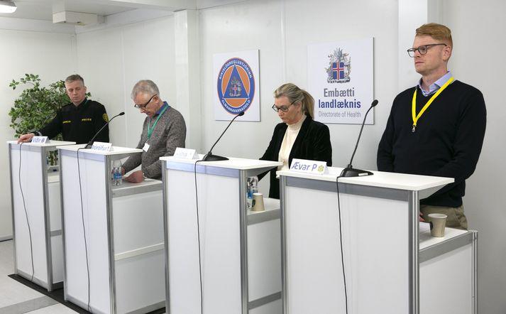 Alma Möller, landlæknir, Víðir Reynisson, yfirlögregluþjónn, Þórólfur Guðnason, sóttvarnalæknir og Ævar Pálmi Pálmason á upplýsingafundi almannavarna 19. mars 2020.