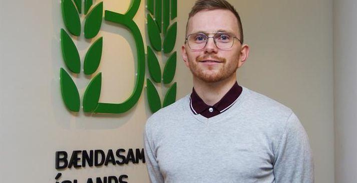 Kári Gautason hefur frá árinu 2018 starfað sem framkvæmdastjóri þingflokks Vinstri grænna.