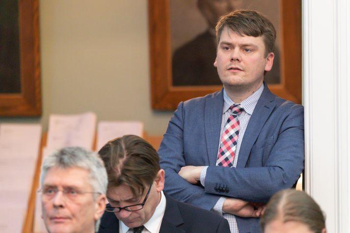 Andrés Ingi Jónsson, þingmaður Vinstri grænna situr í þverpólitískri þingmannanefnd um útlendingamál.