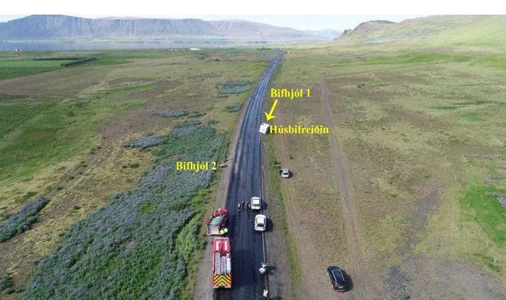 Slysið varð þann 28. júní síðastliðinn. Fjórum bifhjólum var þá ekið suður Vesturlandsveg í átt til Reykjavíkur og missti ökumaður fremsta hjólsins stjórn á hjóli sínu á hálu nýlögðu malbiki og féll hjólið í götuna.