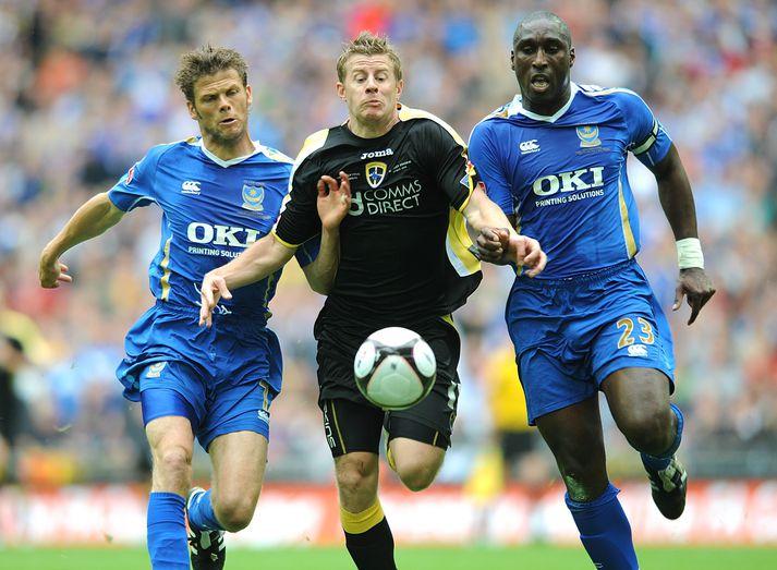 Hermann Hreiðarsson og Sol Campbell í úrslitaleik ensku bikarkeppninnar 2008 þar sem Portsmouth vann 1-0 sigur á Cardiff City.