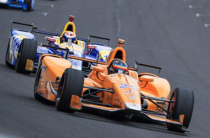 Alonso vakti mikla lukku í Bandaríkjunum þegar hann tók þátt í Indy 500 í fyrra.