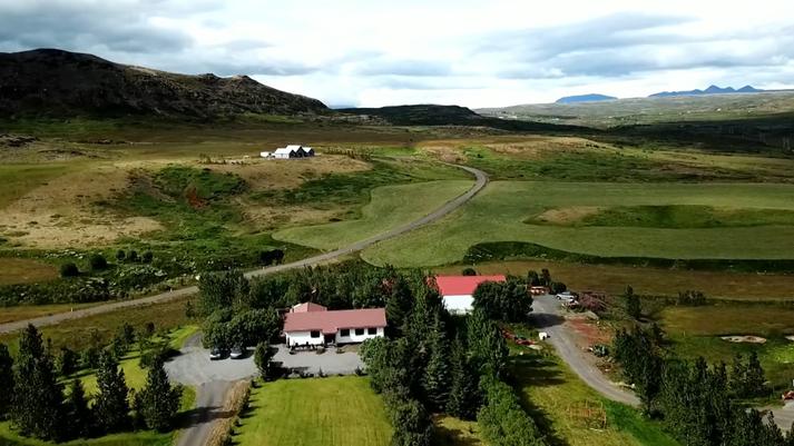 Frá Bíldsfelli 3. Nýbýlið Bíldsbrún sést ofar.