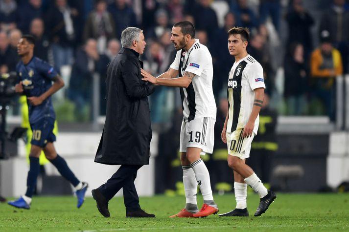 Mourinho ræðir við Bonucci í leikslok.