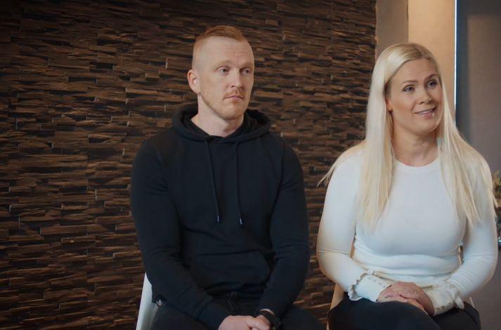 Aron Ómarsson og Sara Dís Hjaltested eru meiðal þeirra foreldra sem segja sögu sína í þáttunum Líf dafnar.