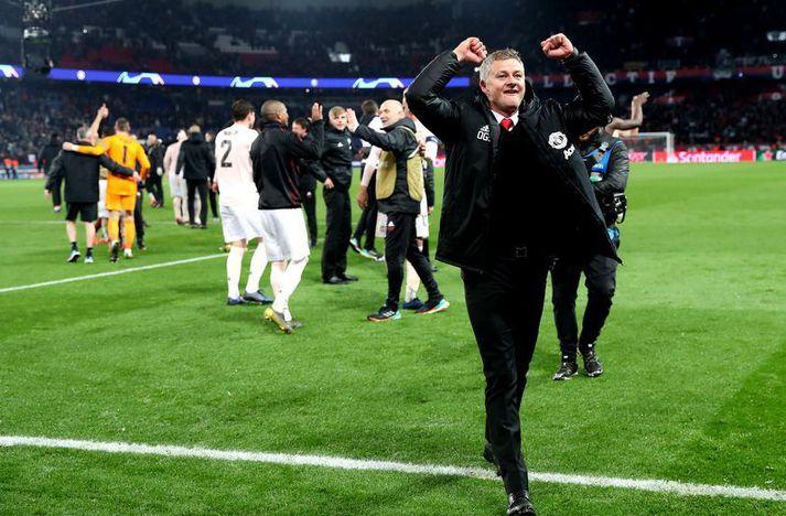 Ole Gunnar Solskjær fagnar sigri Manchester United á Parc des Princes í París 6. mars 2019.