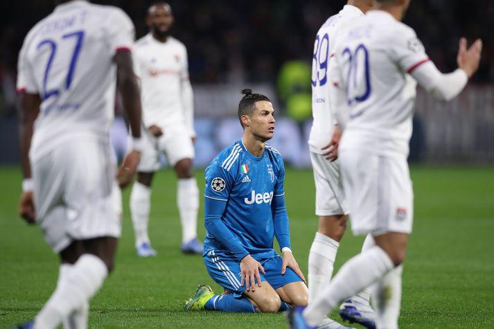 Cristiano Ronaldo vonsvikinn í leiknum gegn Lyon í kvöld.