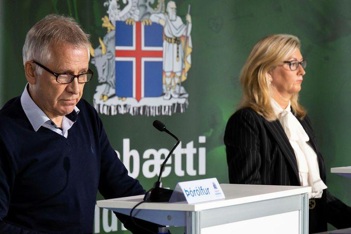Þórólfur Guðnason sóttvarnalæknir og Alma Möller landlæknir, ásamt Rúnu Hauksdóttur forstjóra Lyfjastofnunar, tilkynna um rannsóknina í sameiginlegri yfirlýsingu í dag.