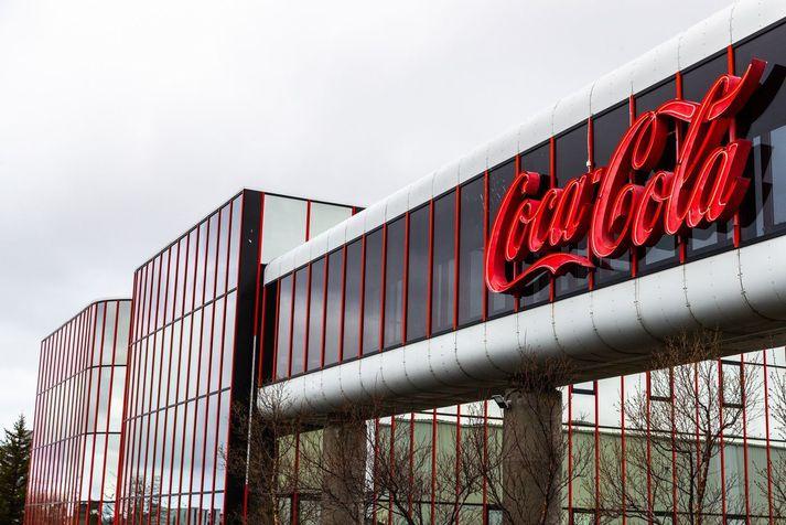 Coca-Cola á Íslandi lýsir í tilkynningu yfir þungum áhyggjum af stöðu KSÍ í íslensku samfélagi.